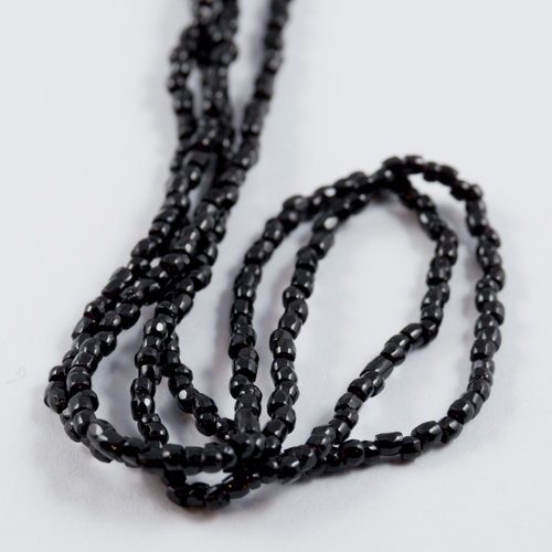 0015 12/0 3-cut bead black